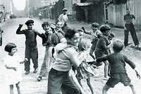 « Enfants de la zone, rue Forceval, porte de la Villette», 1940, photographe anonyme.