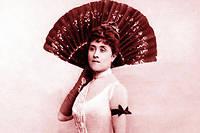 Laure Hayman (1851-1932), célèbre courtisane francaise, amie du duc d'Orléans, du roi de Grèce et de Paul Bourget. Proust s'en inspira pour le personnage d'Odette de Crécy dans  A la recherche du temps perdu . Photo de Wilhelm Benque, 1928