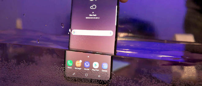 Samsung mettait en avant la capacité de ses smartphones à résister à l'eau.
