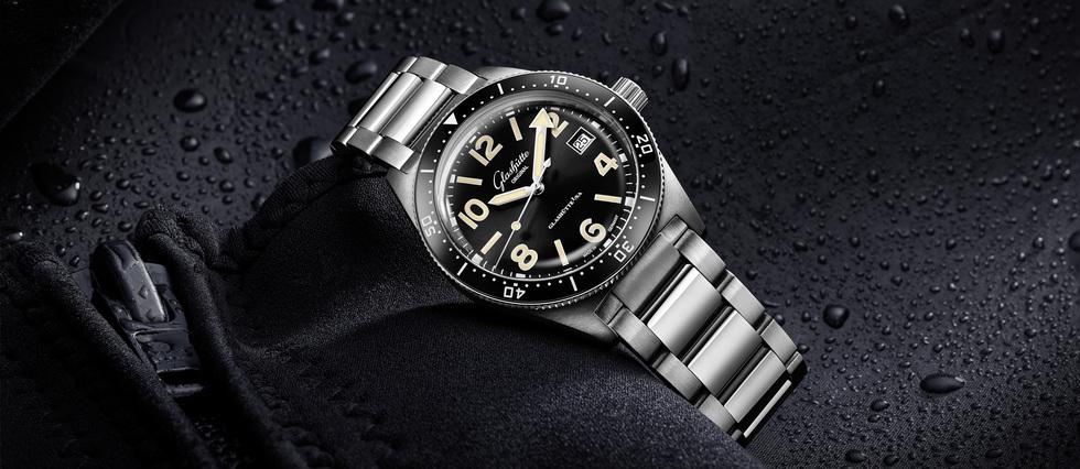 <p>La firme saxonne, connue pour ses références classiques, épurées ou rétro innove avec une montre-outil sportive, calibrée pour le dépassement de soi.</p>