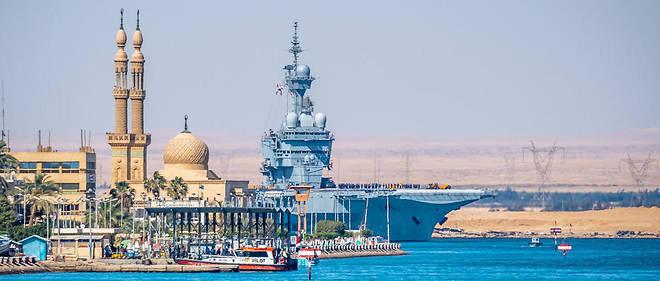 Le porte-avions «Charlesde Gaulle» traverse le canal de Suez, le 12avril2019.