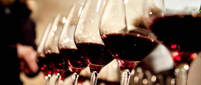 """""""L'explosion des ventes de rose le demontre : le consommateur s'oriente de plus en plus vers des vins faciles, aux aromes marques et identifiables, qui n'impliquent pas une certaine culture ni de grands efforts"""""""