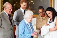 L'absence du père de Meghan Markle est d'autant plus humiliante pour lui, que la mère de Meghan, tout sourire, figure sur les photos de la petite cérémonie.