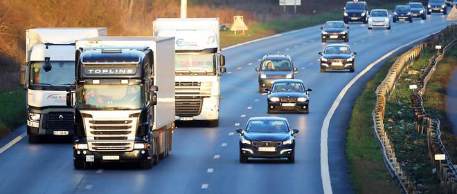 Circulation sur l'A10. Les transporteurs routiers bénéficient de plusieurs exonérations fiscales, successivement rabotées.