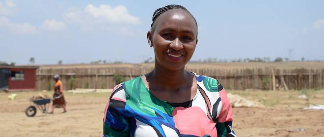 Jane Wangari sur le site de sa fabrique.