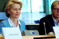<p>Ursula von der Leyen a eu du mal à faire face à un tir nourri de questions de la part des groupes socialistes et Verts au Parlement européen.</p>
