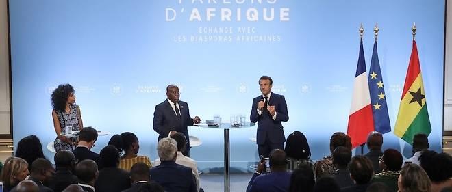 Le président français Emmanuel Macron (R) au côté du président ghanéen Nana Akufo-Addo le 11 juillet 2019 à Paris.