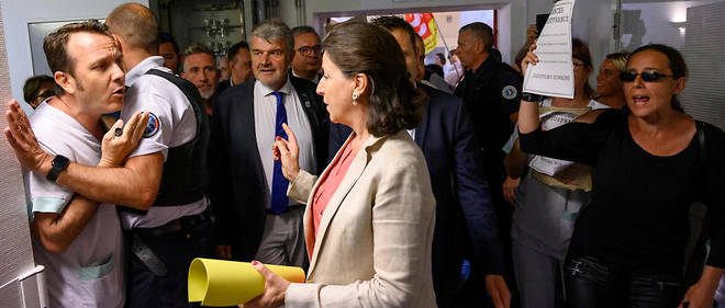 Agnès Buzyn a été exfiltrée de l'hôpital Saint-Louis de La Rochelle après deux heures de visite vendredi 12 juillet 2019.