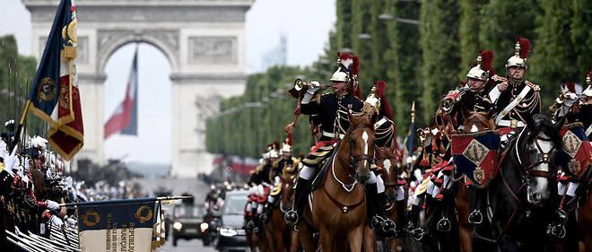 Cette année 2019, 4 299 militaires ont descendu l'avenue des Champs-Élysées pour le 14 Juillet, accompagnés de 169 véhicules, 67 avions, 40 hélicoptères et 237 chevaux.