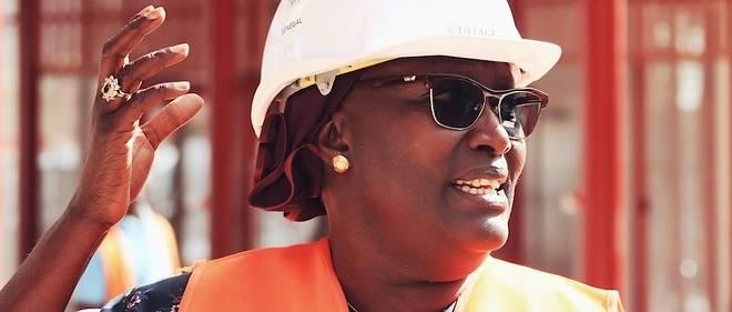 Sur le chantier à 800 millions d'euros de la gare de Dakar, Léna Keïta est la patronne.