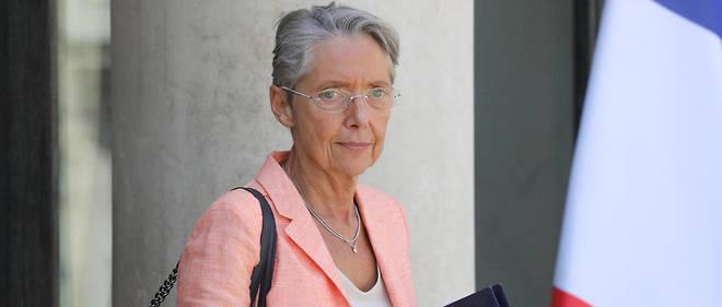En qualité de ministre des Transports, Élisabeth Borne connaît parfaitement le dossier de la prime à la conversion et de l'écomalus, qui la concernent également en tant que ministre de la Transition écologique.