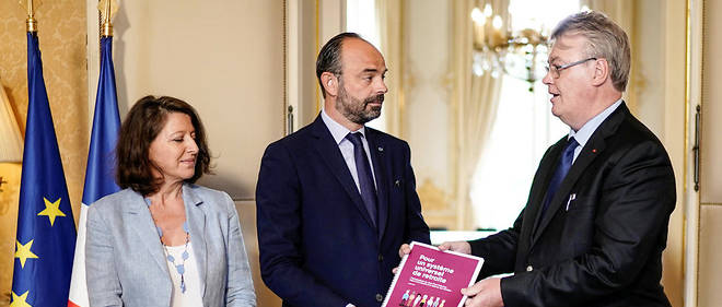 Le haut-commissaire à la réforme des retraites, Jean-Paul Delevoye, a remis, jeudi, son rapport au Premeir ministre, Édouard Philippe, en compagnie de la ministre des Solidarités et de la Santé, Agnès Buzyn, en charge du dossier au gouvernement.