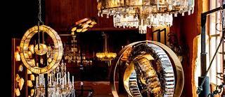La lustrerie de Régis Mathieu, installée dans l'ancienne ocrerie de Gargas, peut se découvrir lors de visites guidées.  ©Ian HANNING/REA