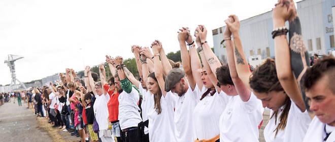 La préfecture de Loire-Atlantique a dénombré 700 personnes au plus fort du rassemblement.
