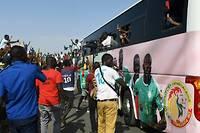 Les joueurs sénégalais ont été acclamés pendant tout le trajet de l'aéroport vers le palais.  ©Seyllou