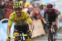 Le Français Julian Alaphilippe a souffert sur la 15e étape mais conserve son maillot jaune.