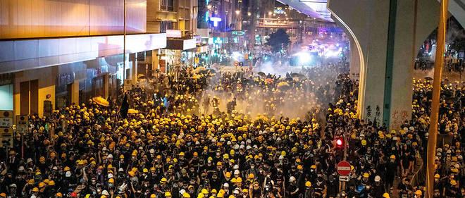 Le parcours autorisé était plus court que d'habitude, mais les protestataires ont passé outre les consignes en allant jusqu'au bureau de liaison chinois, représentant le gouvernement de Pékin.