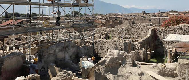 Les volcanologues craignent que ne soient détruits des éléments essentiels pour protéger les personnes qui vivent aujourd'hui à l'ombre du Vésuve.