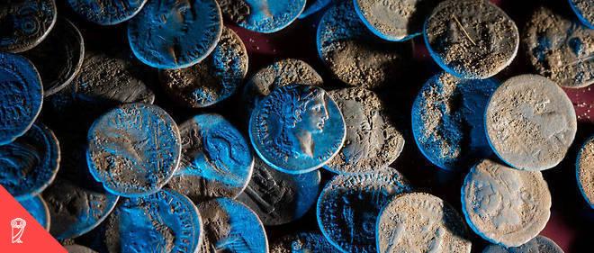 Deux de ses caractéristiques expliquent que l'argent n'ait jamais cessé d'être un intermédiaire d'échanges depuis la Haute Antiquité : sa solidité et sa préciosité relative.