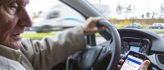 L'usage du téléphone au volant est en passe de devenir le premier fléau de la sécurité routière. Tenu en main ou avec oreillette, casque ou kit mains libres, il est actuellement puni d'une amende de 135euros et d'un retrait de 3 points.
