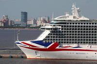Long de 329,8 mètres, le « Britannia» comporte 1 824 cabines et peut accueillir jusqu'à 4 372 passagers.