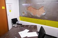 Des Gilets jaunes ont cassé les vitres et tenté de mettre le feu au local alors que le député LREM Romain Grau se trouvait à l'intérieur.