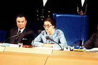 <p>Simone Veil, le 18 juillet 1979 lors de la session du Parlement européen de Strasbourg qu'elle présidait. La Française est la première femme élue à cette fonction.</p>