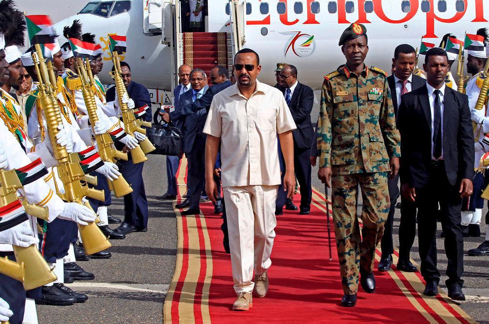 L'homme qui monte. Le 7juin, Abiy Ahmed pose le pied sur le sol soudanais, où il appellera à une transition démocratique «rapide». Il est venu à bord d'un appareil d'Ethiopian Airlines, la plus grosse compagnie aérienne du continent.