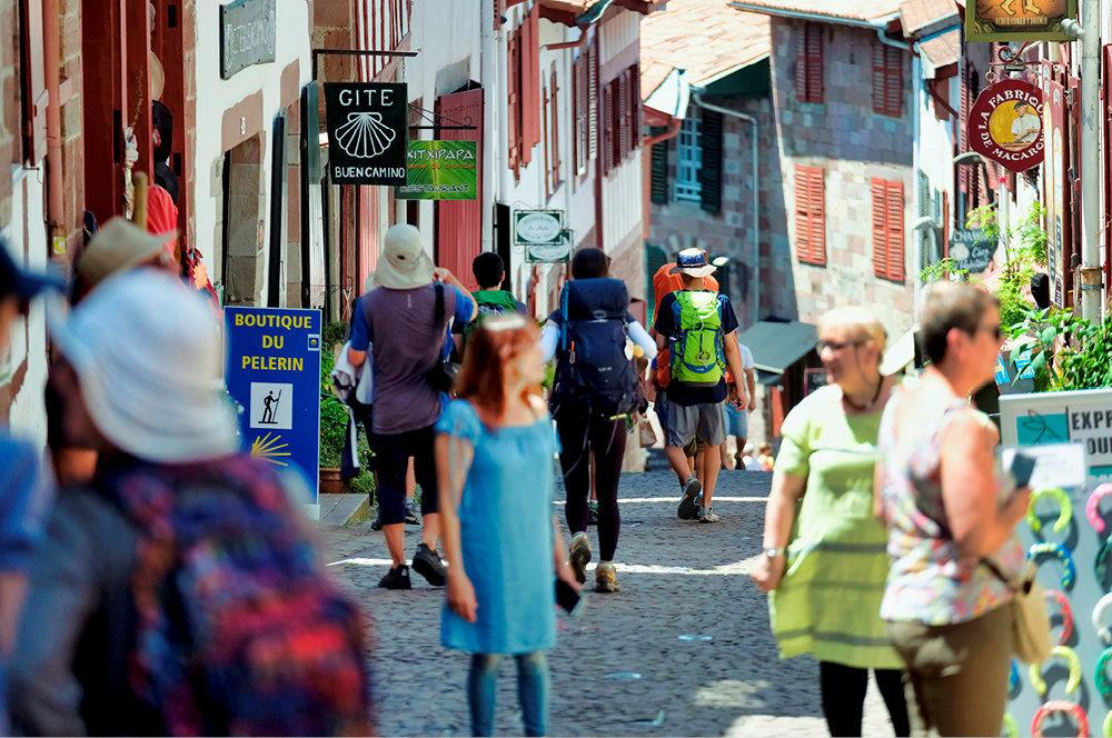 Etape. Cent quatorze nationalités de pèlerins foulent les ruelles pavées de la ville.