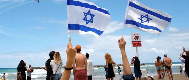 Démonstration aérienne au dessus d'une plage de Tel-Aviv pour le jour de l'indépendance israélienne le 9 mai 2019.