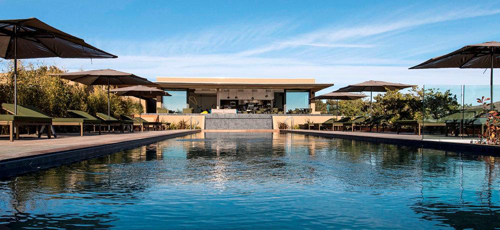 Design. La piscine de l'hôtel 5étoiles Version Maquis Citadelle, sur les hauteurs de Bonifacio.