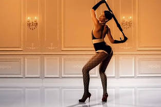 """Rihanna dans le clip d'""""Umbrella""""."""