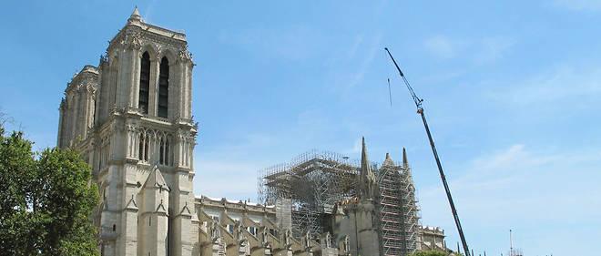 Des centaines de tonnes de plomb étaient contenues dans la charpente de la flèche de la cathédrale ainsi que dans la toiture.