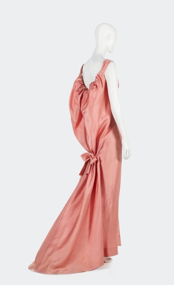 mode robe expo ©  © Aurélie Dupuis / Balenciaga Archives Paris / Azentis