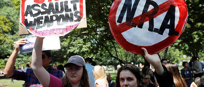 Les manifestations se succèdent pour demander le retrait des armes.