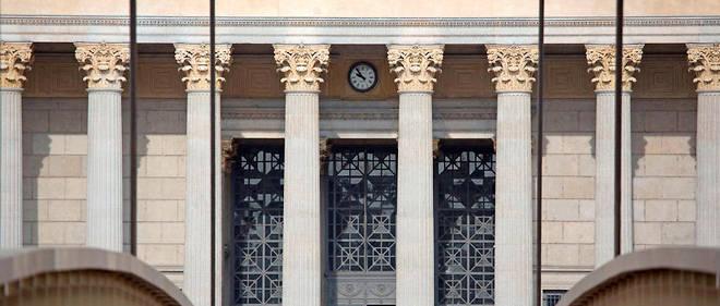 La passerelle du palais de justice et la cour d'appel de Lyon.