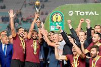 Le capitaine de l'Esperance de Tunis, Moez Ben Cherifia, fete la victoire apres le match polemique au stade olympique de Rades.