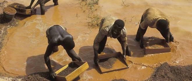 Comme ici à Tortiya, la recherche informelle de diamant ou d'or est gangrenée par l'informel, cheval de troie de la contrebande minière.