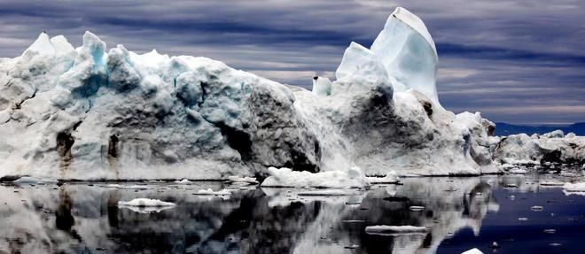 L'affluence des icebergs au large de Terre-Neuve est l'un des symptomes de l'acceleration des changements climatiques dans l'Arctique, qui se rechauffe trois fois plus vite que le reste de la planete.