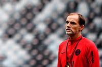 Alors que la saison du Paris Saint-Germain débute ce dimanche soir au Parc des princes face à Nîmes, son entraîneur est sur un siège éjectable.