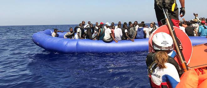 81 jeunes hommes se trouvaient à bord d'un bateau en caoutchouc.