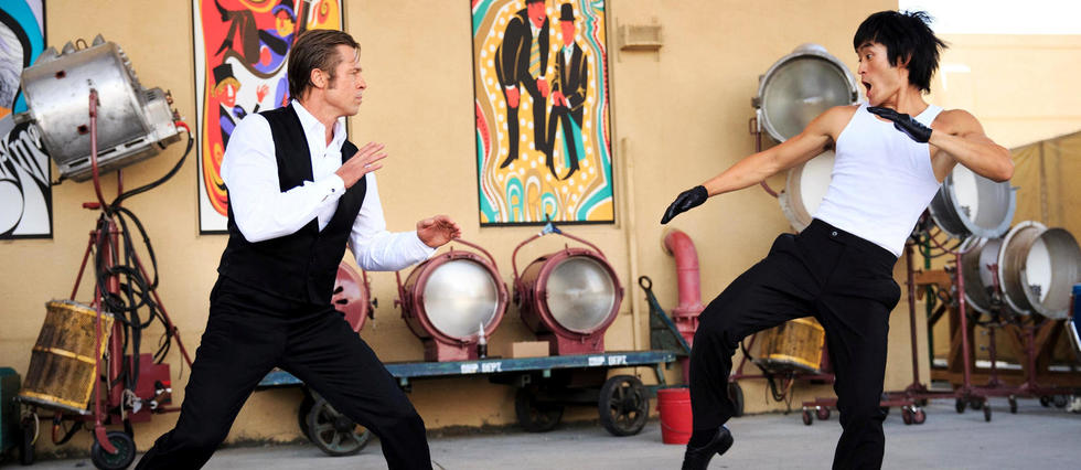 <p>Dans « Once Upon a Time... in Hollywood », Bruce Lee (Mike Moh) en vient aux mains avec le cascadeur Cliff Booth (Brad Pitt).</p>