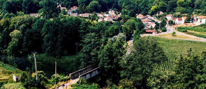 Le pont de Tigeaux (Seine-et-Marne) a du etre ferme. Son trafic avait atteint 3 000 vehicules par jour. Il est construit sur un site classe et contient de l'amiante.  (C)Sebastien Leban