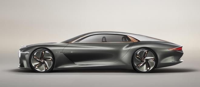 Le profil est hors normes mais il le doit aux dimensions exceptionnelles de la Bentley EXP 100