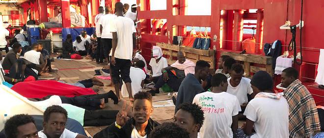 Le vent et la houle ont fini d'épuiser les passagers qui ont tout risqué pour sortir de Libye.