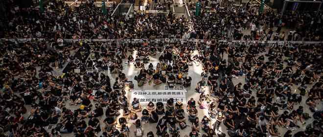Après l'occupation de l'aéroport de Hong Kong, de nouvelles manifestations sont attendues samedi et dimanche. Les tensions entre les militants pro-démocratie et Pékin sont déjà montées d'un cran.