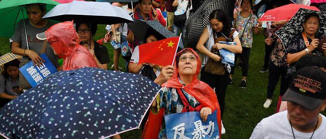 Des manifestants pro-Pékin dans les rues d'Hong Kong.