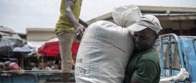 Les principales importations alimentaires du Nigeria sont le blé (25 %), le riz (25 %) et le sucre (7,5 %).