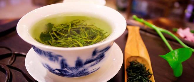 Boire du thé vert en quantité raisonnable pour son agrément ou son bien-être ne pose généralement pas de problème, mais il ne faut pas en attendre de bénéfice santé.