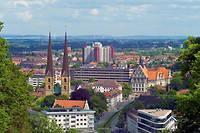 Sur le papier, Bielefeld a tout pour être réelle : plus de 330 000 habitants, un château, ou encore un club de football, l'Arminia, qui joue en deuxième division nationale.